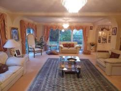 Detached House To Let  Sutton Surrey SM2