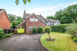Detached House To Let  Abbots Langley Hertfordshire WD5