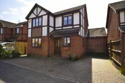 Detached House To Let  Watford Hertfordshire WD25