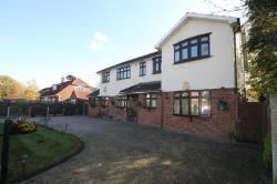 Detached House To Let  Hornchurch Essex RM11