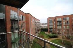 Flat To Let  Walton-On-Thames Surrey KT12