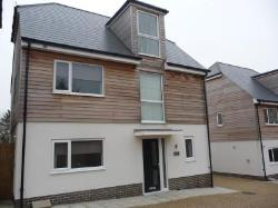 Detached House To Let  Snodland Kent ME6