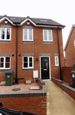 Terraced House To Let  West Midlands West Midlands B64
