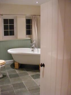 Semi Detached House To Let  Hawkesbury Upton Gloucestershire GL9