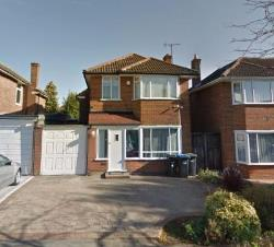 Detached House To Let  London Essex EN2