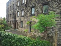 Terraced House To Let  Penistone Road West Yorkshire HD9