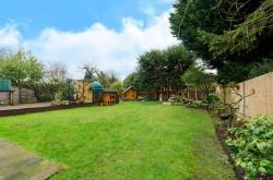 Detached House To Let  Preston Middlesex HA9