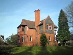 Detached House To Let  Altrincham Greater Manchester WA15