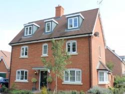 Detached House To Let  Horsham West Sussex RH12