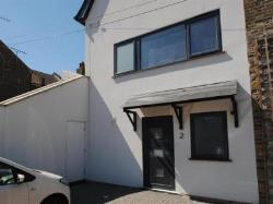 Flat To Let  Southend Berkshire RG7