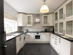 Terraced House To Let  Pine Grove Hertfordshire AL9