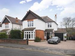 Detached House To Let  Woking Surrey GU22