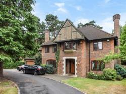 Detached House To Let  Woking Surrey GU21