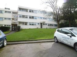 Flat To Let  Glenmead Essex IG9