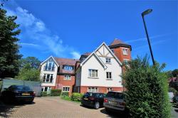 Flat To Let  Woodcote Valley Road Surrey CR8