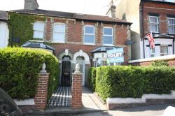 Terraced House To Let  DOVER Kent CT16