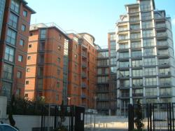 Flat To Let  Holland Gardens Apartment With Roof Terrace Middlesex TW8