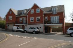 Flat To Let West Wycombe Road High Wycombe Buckinghamshire HP11