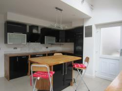 Detached House To Let  Huddersfield West Yorkshire HD5