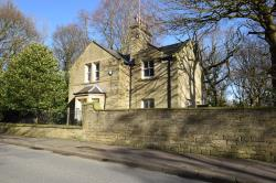 Detached House To Let  Lindley West Yorkshire HD3