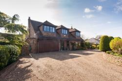 Detached House For Sale  Wraysbury Berkshire TW19