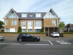 Flat To Let Valley Hill Loughton Essex IG10