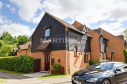 Semi Detached House To Let  Cheshunt Hertfordshire EN8