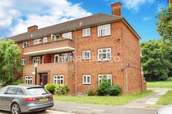 Flat To Let  Rivenhall Gardens Greater London E18
