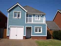 Detached House To Let  Carp Close Kent ME20