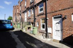Terraced House To Let  Pontefract West Yorkshire WF8