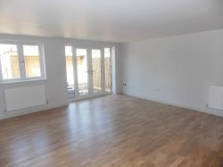 Flat To Let  Grove Court Berkshire RG7