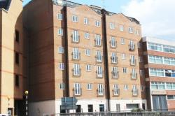 Flat To Let  Cheapside Berkshire RG1