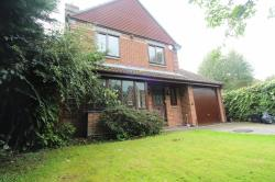 Detached House To Let  Spencers Wood Berkshire RG7