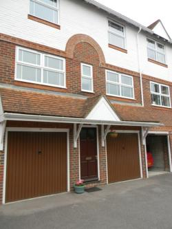 Terraced House To Let  Three Cuppes Lane Wiltshire SP1