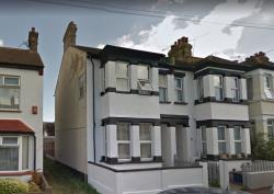 Detached House To Let  Westcliff Essex SS0