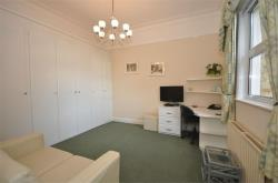 Flat To Let  Richmond Crescent Surrey TW18