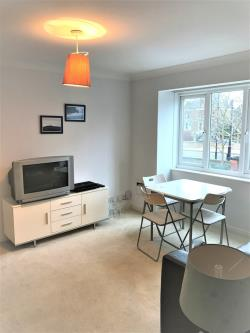 Flat To Let  Riverside Court Middlesex TW1