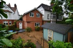 Detached House To Let  Walton On Thames Surrey KT12