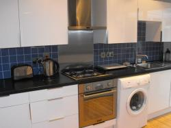 Terraced House To Let  Walton On Thames Surrey KT12