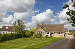Detached Bungalow To Let  Witney Oxfordshire OX29