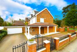 Detached House For Sale St. Ronans Close Barnet Hertfordshire EN4