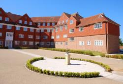 Flat To Let Elizabeth Drive Banstead Surrey SM7
