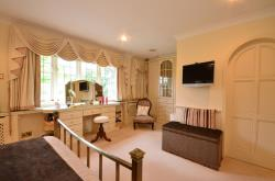 Detached House For Sale 36 LOUGHTON Essex IG10