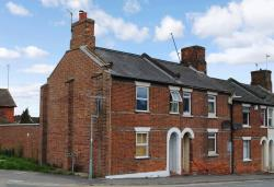 Terraced House For Sale Boundary Road Newbury Berkshire RG14