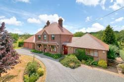 Detached House For Sale Kingsdown Sittingbourne Kent ME9
