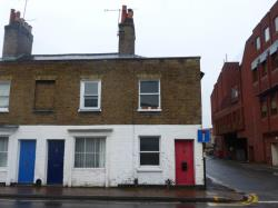 Terraced House To Let  Windsor Berkshire SL4