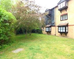 Flat To Let  Sutton Hall Road Middlesex TW7