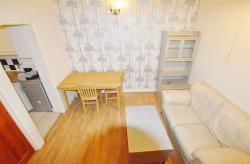 Flat To Let Kensington Gardens Ilford Essex IG1