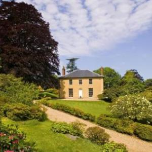 Property News - Landlords 'waiting to buy high-end property'